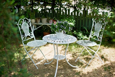 Powder Coated White Metal Garden Table and Chairs
